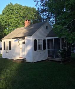 Adorable Michael's Cape Cod cottage#2
