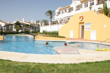 Sunny townhouse close to beach - La Alcaidesa - Casa