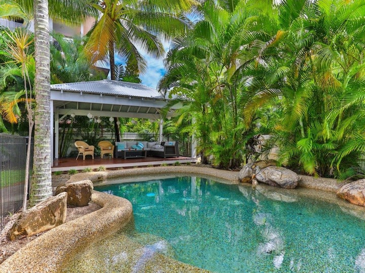 The Whitehouse, Palm Cove. Welcome to Paradise!