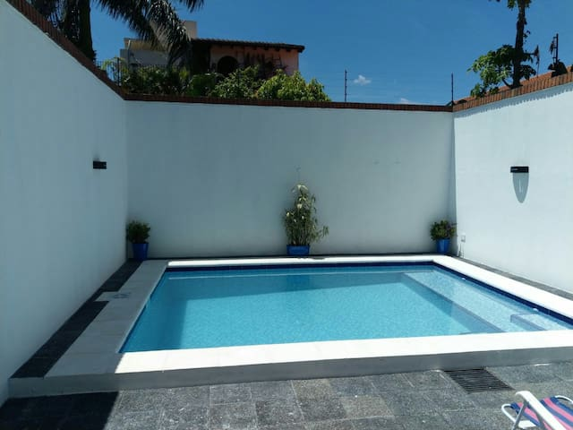 Casa con piscina zona W Trade Center y Shop de sol