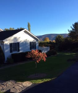 Catskills Mtn View Retreat w/Hot Tub - Lexington - Dům