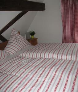 DG-Zimmer 1 im alten Fachwerkhaus - Bodenheim