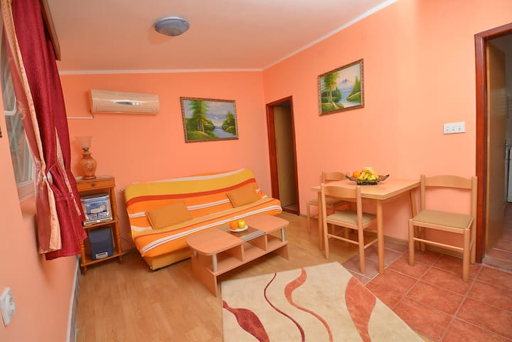 Misevic - Lovely One Bedroom Apartment