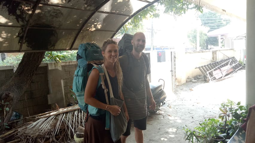 family homestay for backpacking couples