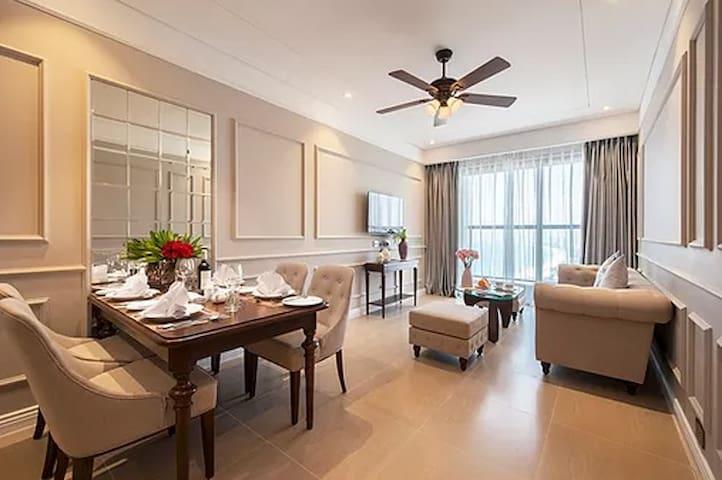 Căn hộ Altara Suite của mình, view một phần biển và bán đảo Sơn Trà.