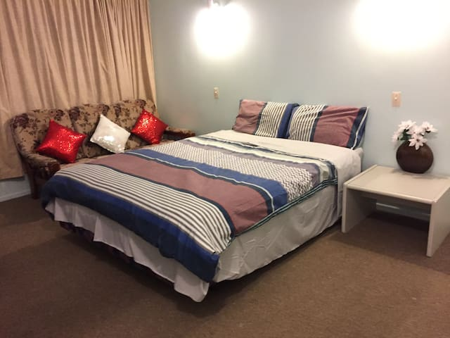 Massive room in Wellington!