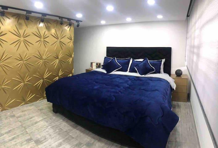 Cuarto presidencial ,goza de la comodidad de una cama de dos metros por dos ,tv 55 pulgadas ,comodidad en grande solo para ti.