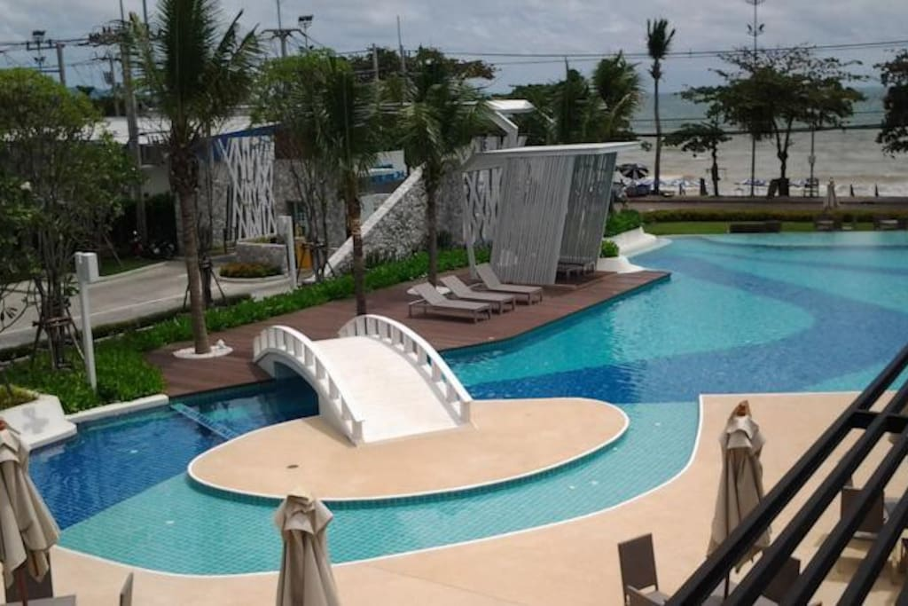 1st Swimming pool down the building face to Jomtien beach