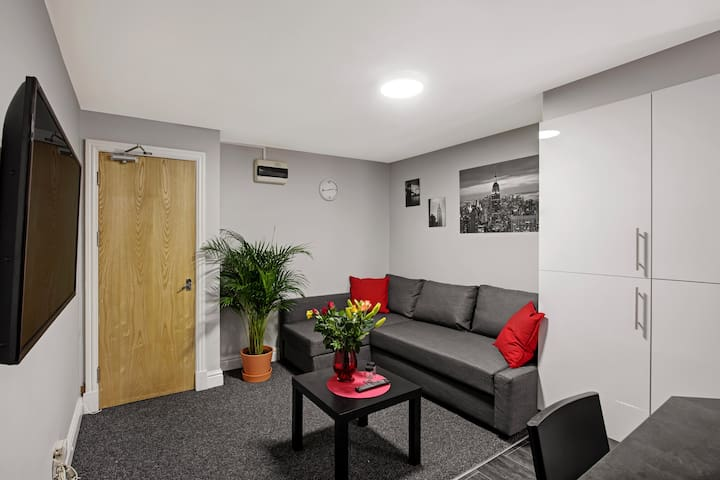 Up to 6 PEOPLE, City Centre,2 bed modern apartment
