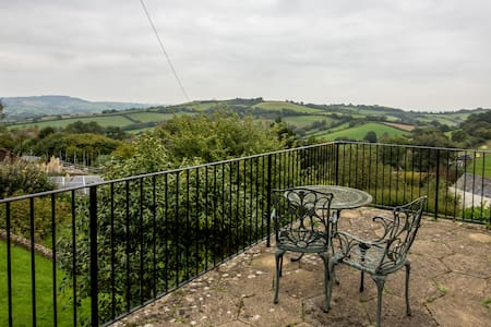 Large family home Amazing Views nr Lyme & Bridport - Bridport - House