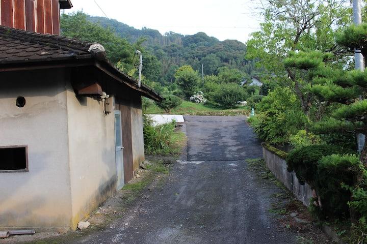 静かな里山の農家、桑原荘(1泊2食付き)