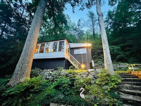Private cottage nestled on top of greenwood lake
