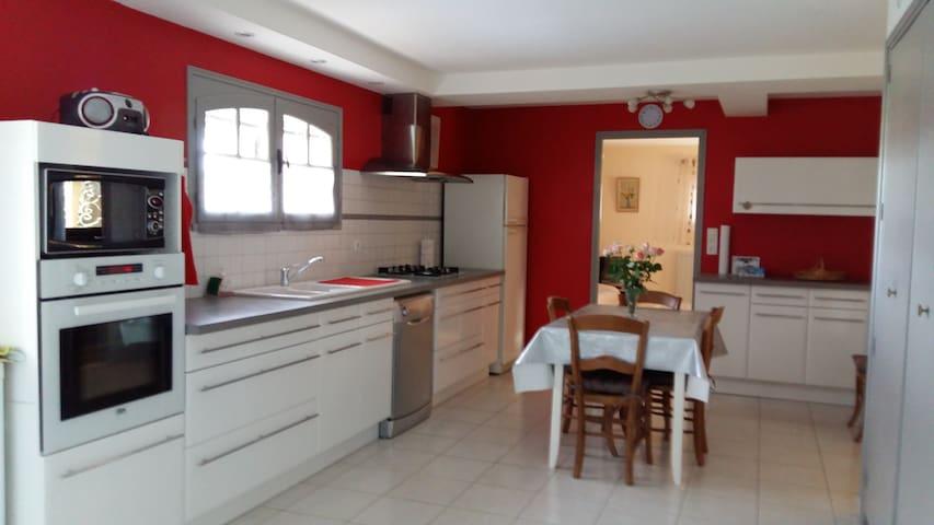 Appartement Champêtre Pascalou - Saint-Yrieix-sur-Charente - House