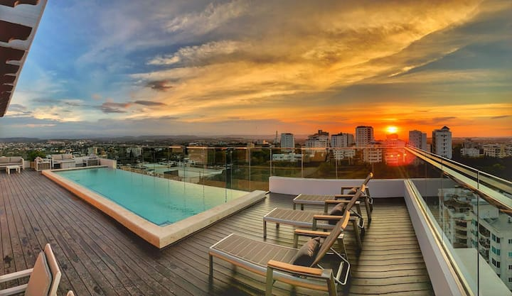 Luxury Tower BEST View Roof top infinity pool Gym