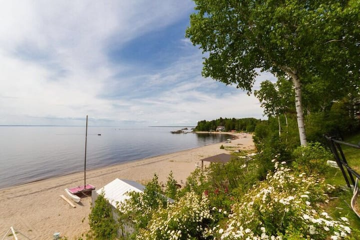 Super chalet on the shores of Lac St-Jean