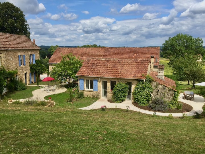 Cute cottage 3 mi. from Sarlat, UK/French TV, BBQ
