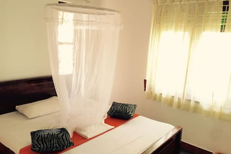 Double Room with AC plus gardenview - Anuradhapura - Bed & Breakfast