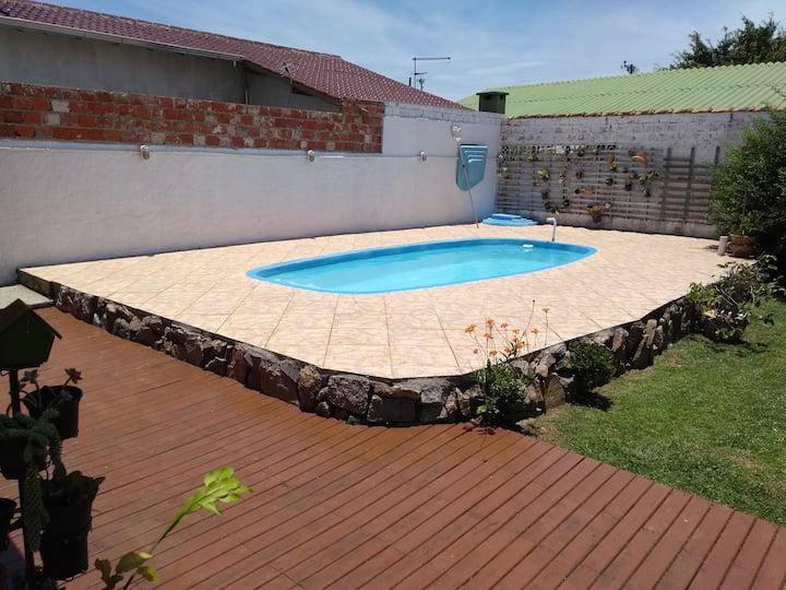 Casa com Piscina, 300m do mar. Praia da Daniela.