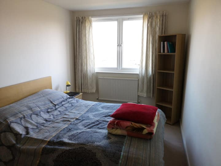 Double bedroom in excellent location, east London