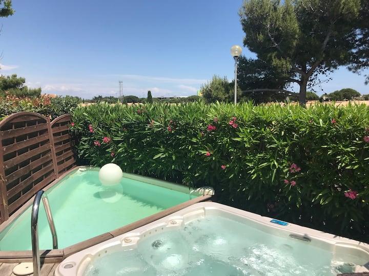 Villa cosy avec jacuzzi et piscine privée