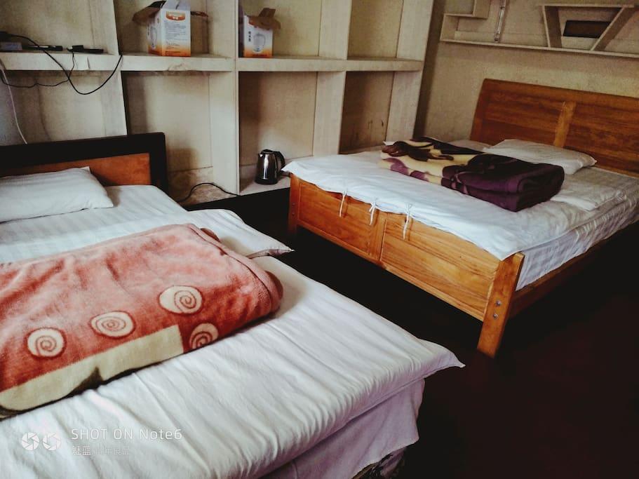 大床房,带卫浴。