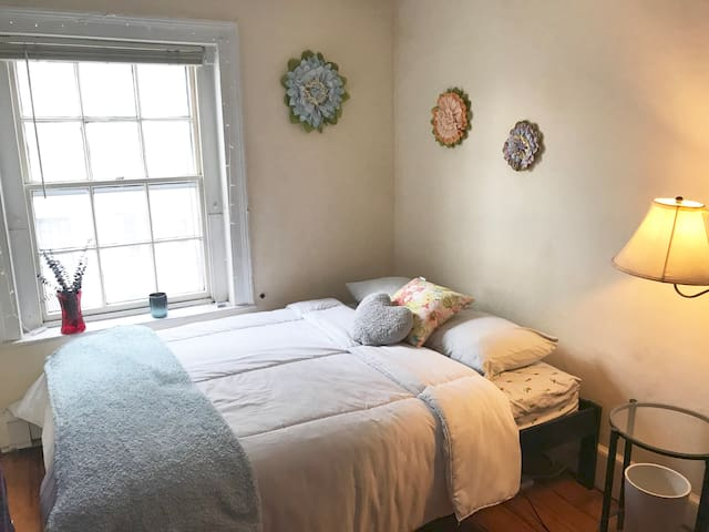 Charming Private Bedroom in the Heart of Boston ❤️