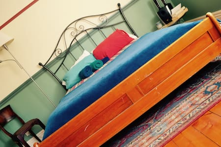 Private double room in a comfy and cosy house - Preston - House