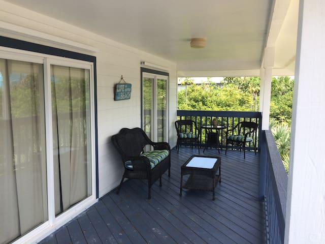 Bargain Beach 4-Bedroom with Pool Table