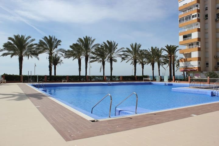 Beautiful sea front apartment at Algarrobo Costa