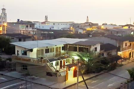 La Espanola, 3 blocks from the beach (1-4) - Olon - Bed & Breakfast