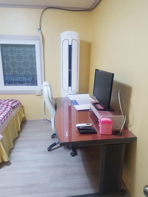 냉온풍기 캐리어 신제품 큰방  책상 의자 티비 정규방송만 시청가능해요