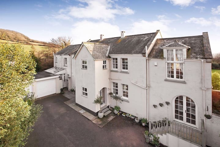 Great location, east wing of a coastal period home