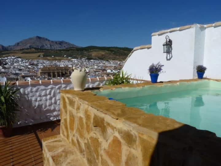Charming Spanish Townhouse with plunge pool