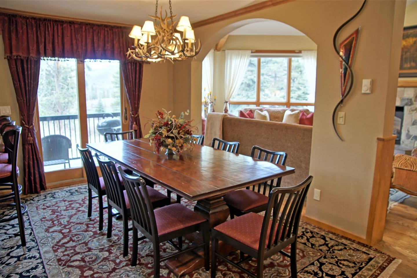 Dining table for 8 with extra seating at the breakfast counter