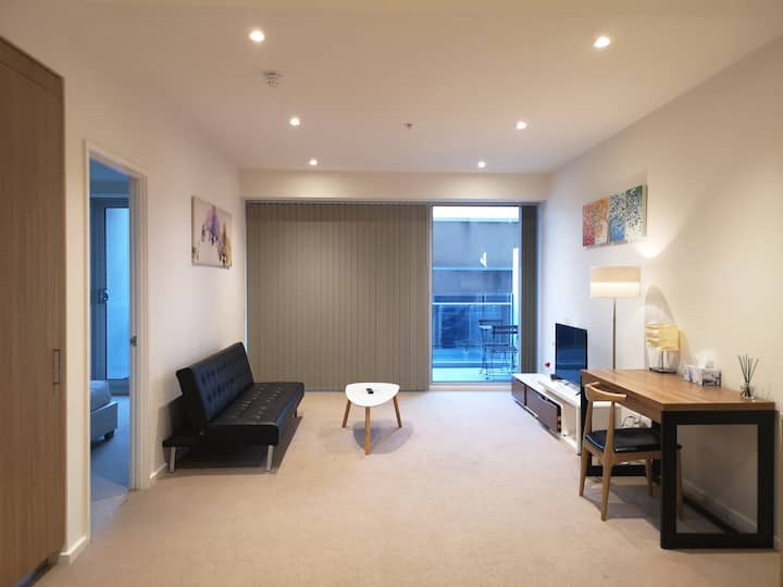CBD Spacious 1-bedroom Apartment With Free Parking