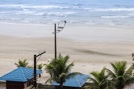 Linda vista, com pé na areia, wifi e ar.
