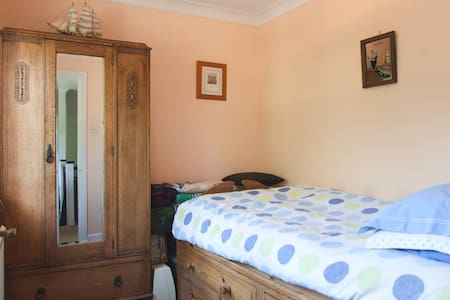 Mediterranean Single Room in Greater London - Orpington - Bed & Breakfast