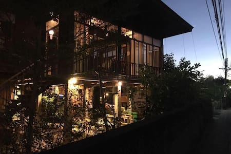 KAAMPUJU cafe and rooms : Air con. room for 3 - Tambon Pha Sing - Casa
