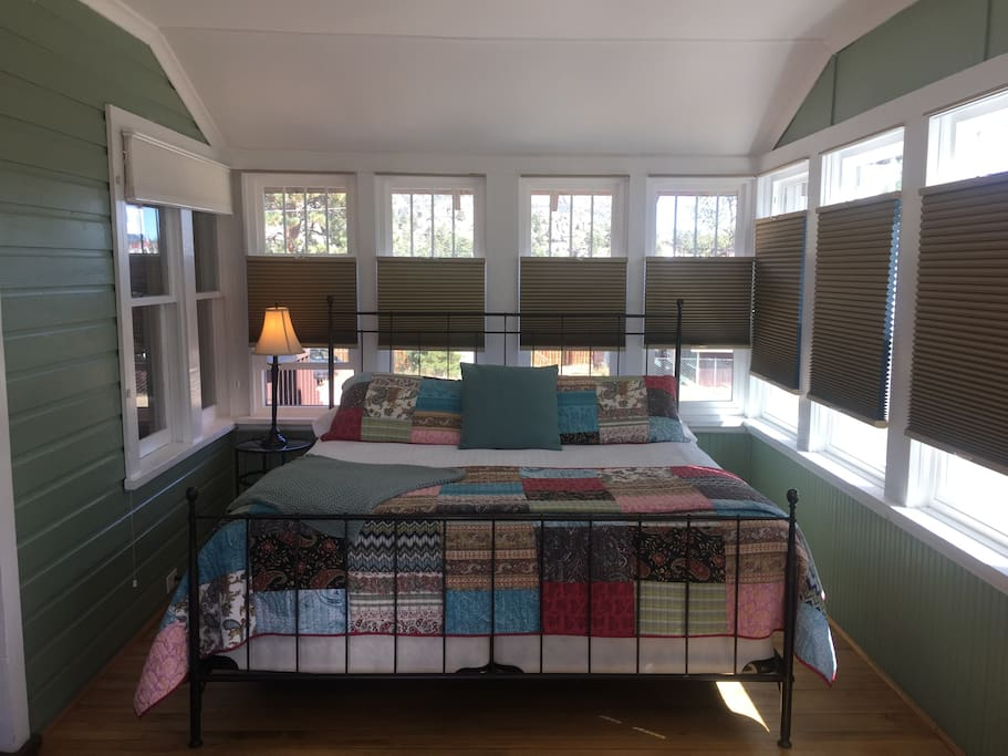 King bed in fully enclosed (and heated) sleeping porch; new black-out blinds as of Fall 2016