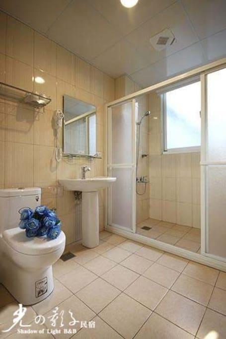 分離式乾淨衛生時尚衛浴