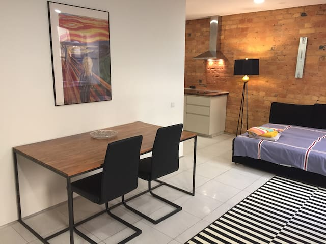 The  simple and cheap centre apartment!