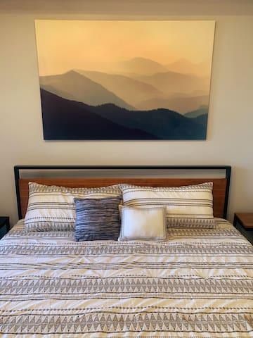 King size bed with Tempur-Pedic mattress