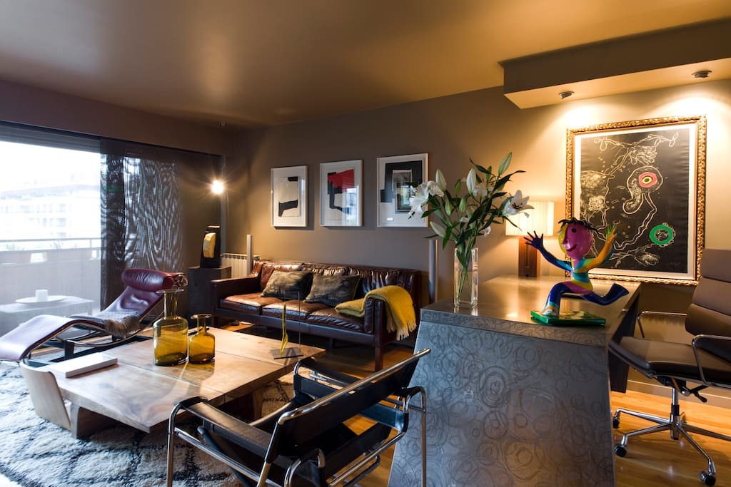 Salón principal. Obras de Clavé y Miró