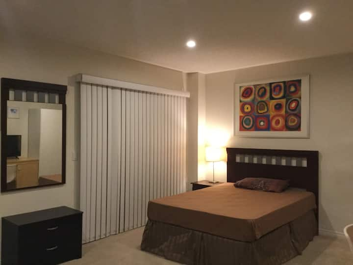 Well Furnished Studio Room Available!