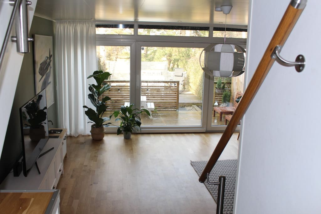 Bright and spacious terraced house with a lovely backyard.