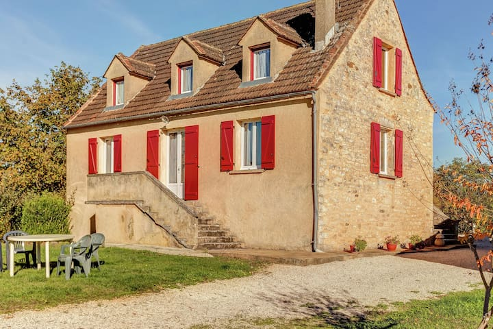 Luxury Holiday Home in Prats-du-Périgord with Swimming Pool