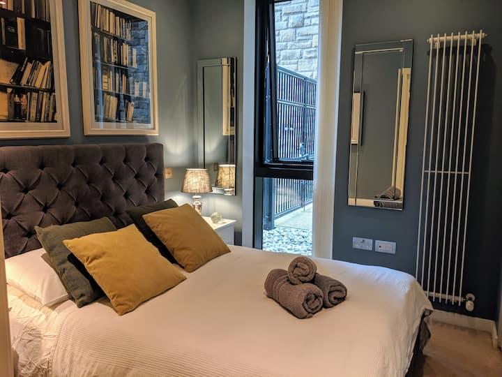 Bright & Modern Quartermile Apartment.