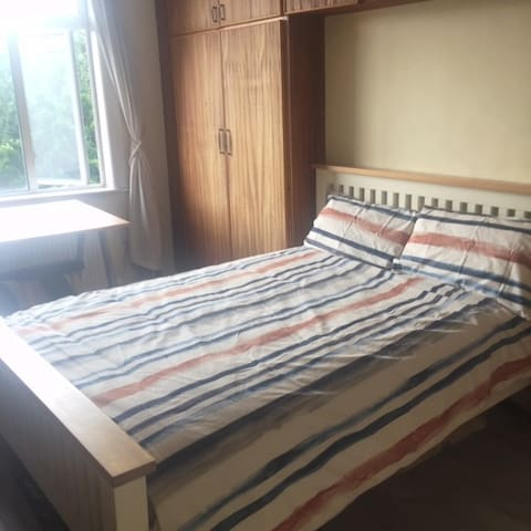 Spacious double bedroom near RDS