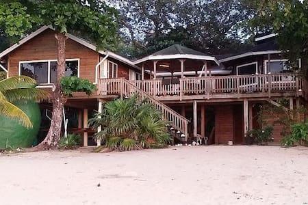 South Seas Beach House - Sandy Bay - Hus