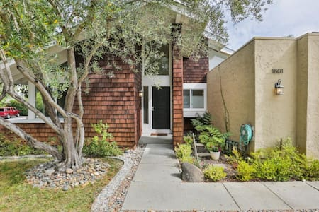 Quiet 1 bedroom in a lovely home - Redwood City